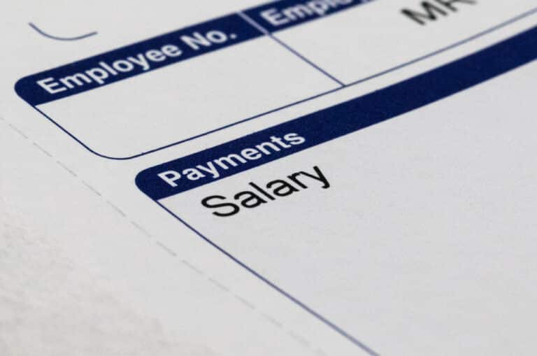 What happens if an employer does not apply the 30% ruling in the payroll?